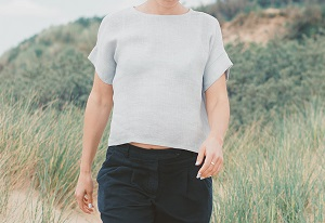 linen crop top with short sleeve cuffs. It's a free sewing pattern.