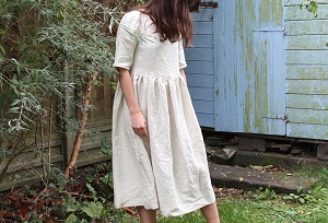 linen dress sewing pattern with loose fit, gathered skirt and half sleeves.