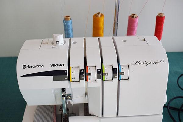 Husqvarna Huskylock S15 overlocker tension dials